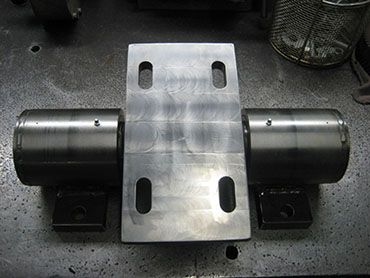 ROCKER SHAFT WITH BEARINGS INSTALLED(BOTTOM VIEW).JPG